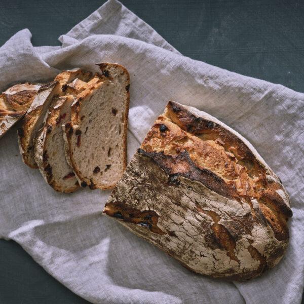 לחם שיפון צמוקים וחמוציות